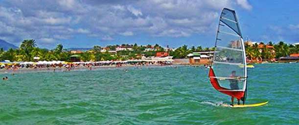 Playa El Yaque, para amantes del windsurf y el skysurf