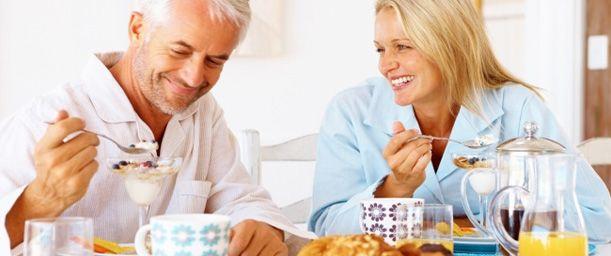 Cómo debe comer el adulto mayor